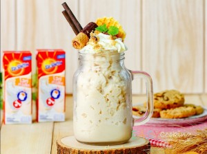 Caramel milkshake with cookie